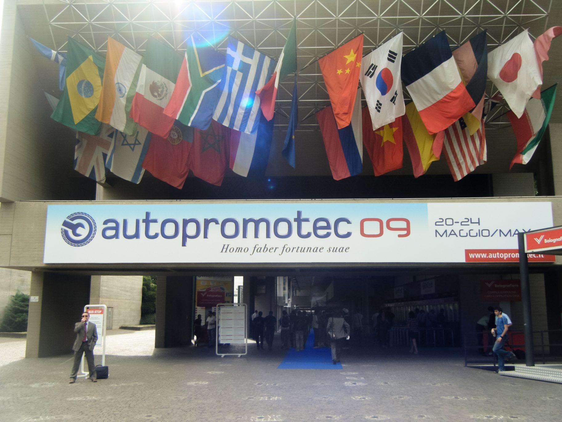 Autopromotec-fiera-2009-Entrata 02