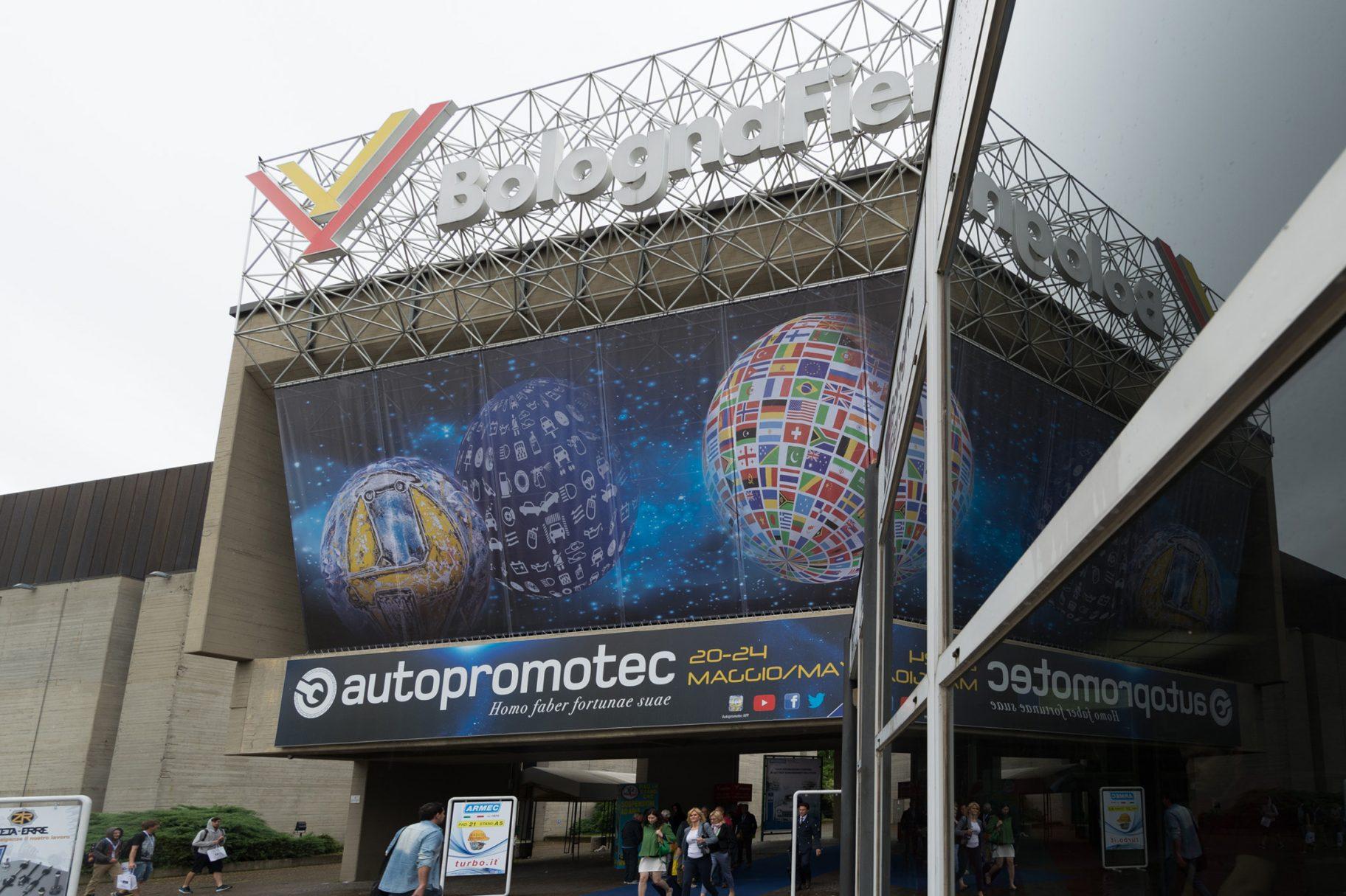 Autopromotec-fiera-2015-Entrata